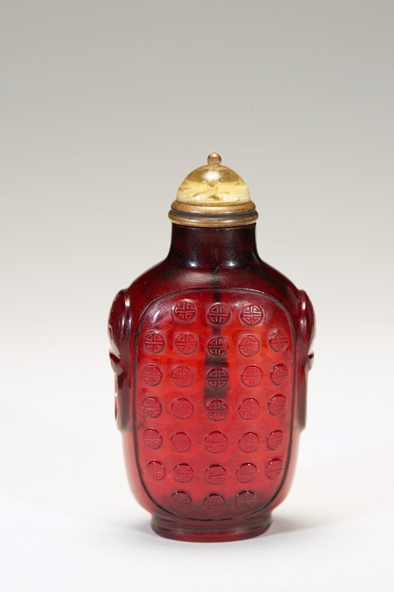 A PEKING RED 'WAN' GLASS SNUFF BOTTLE