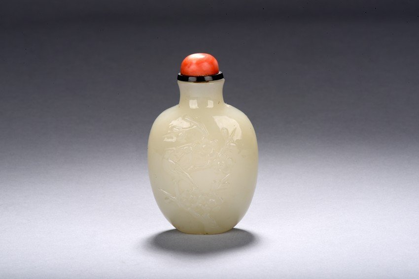 A WHITE JADE 'MAGPIE UPON PLUM' SNUFF BOTTLE