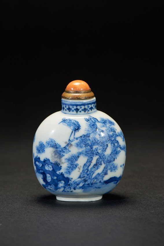 A BLUE AND WHITE ' PINE TREE AND CRANE' SNUFF BOTTLE