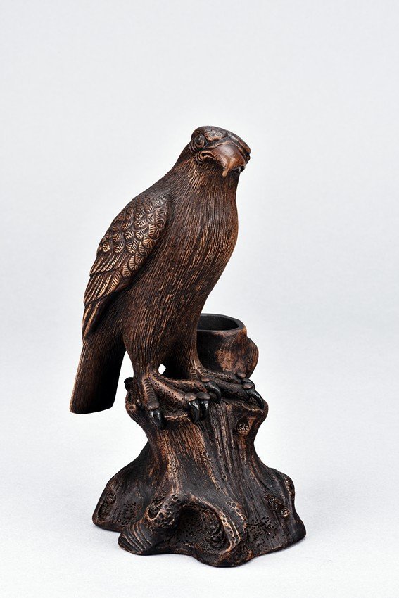A CLAY FIGURE OF HAWK