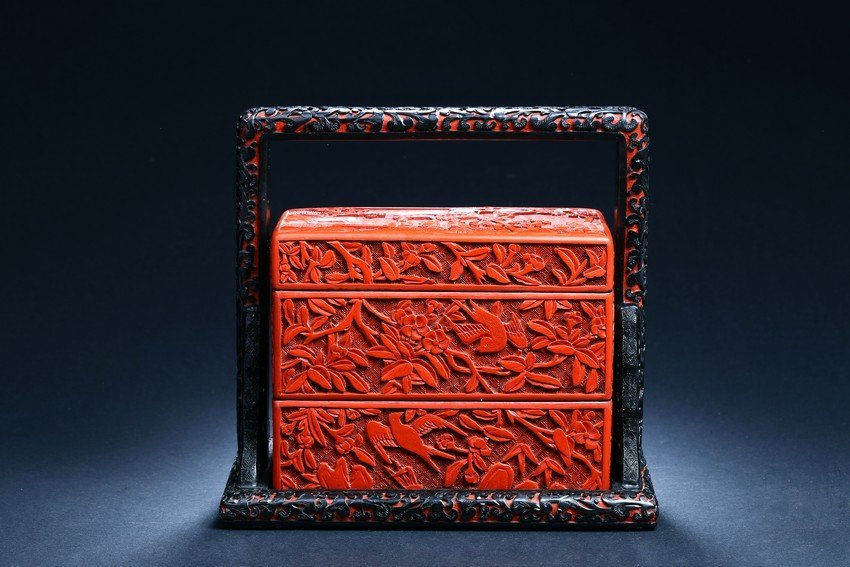 A CINNABAR LACQUER 'FLOWER AND BIRDS' CARRY BOX