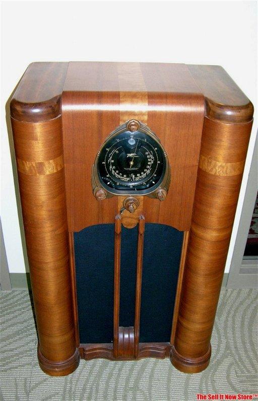 Restored Zenith Shutter Dial Console Tube Radio