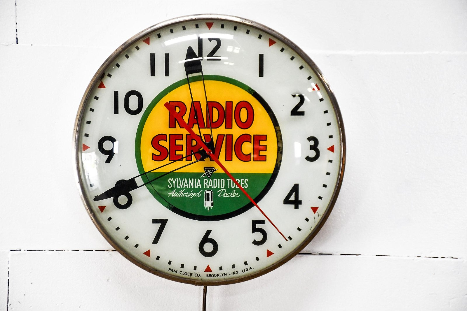 Sylvania Radio Tubes Advertising Clock - works 15""