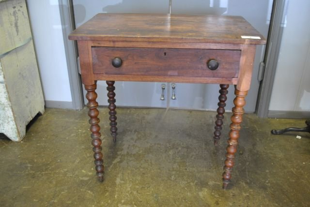 Early 1 Drawer Table