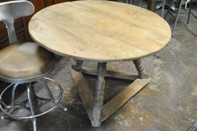 Early Pine Wine Tasting Table
