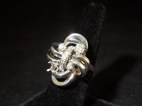 14: 14kwg Diamond Ring