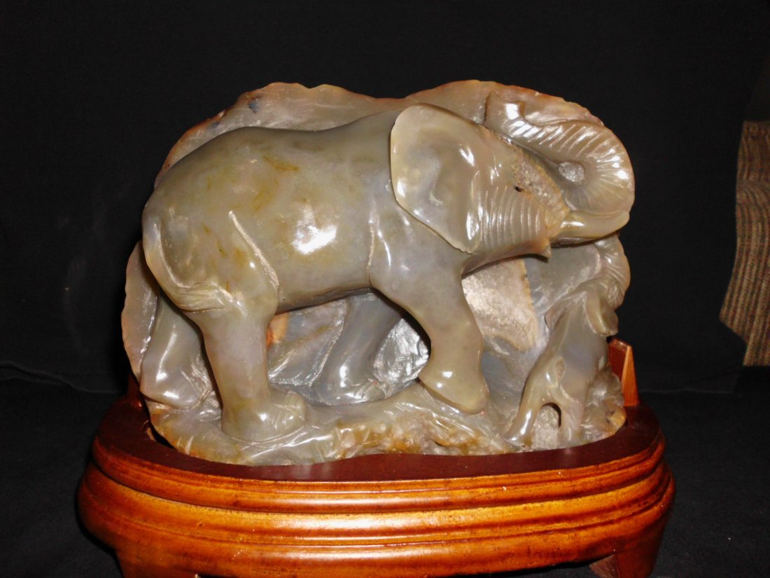 152: Agate Elephant and Baby Carved Statue