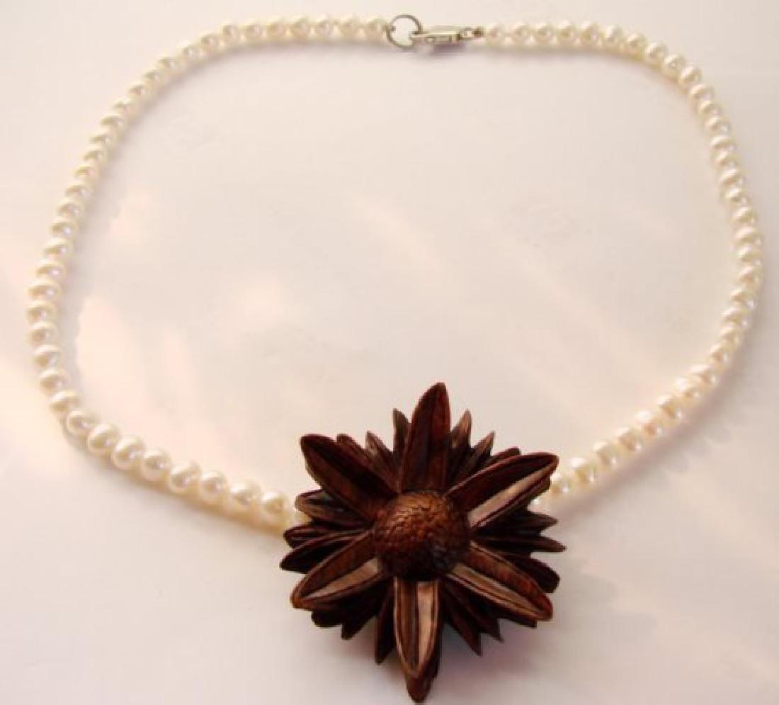 Elegant Pearl Necklace Flower Pendant