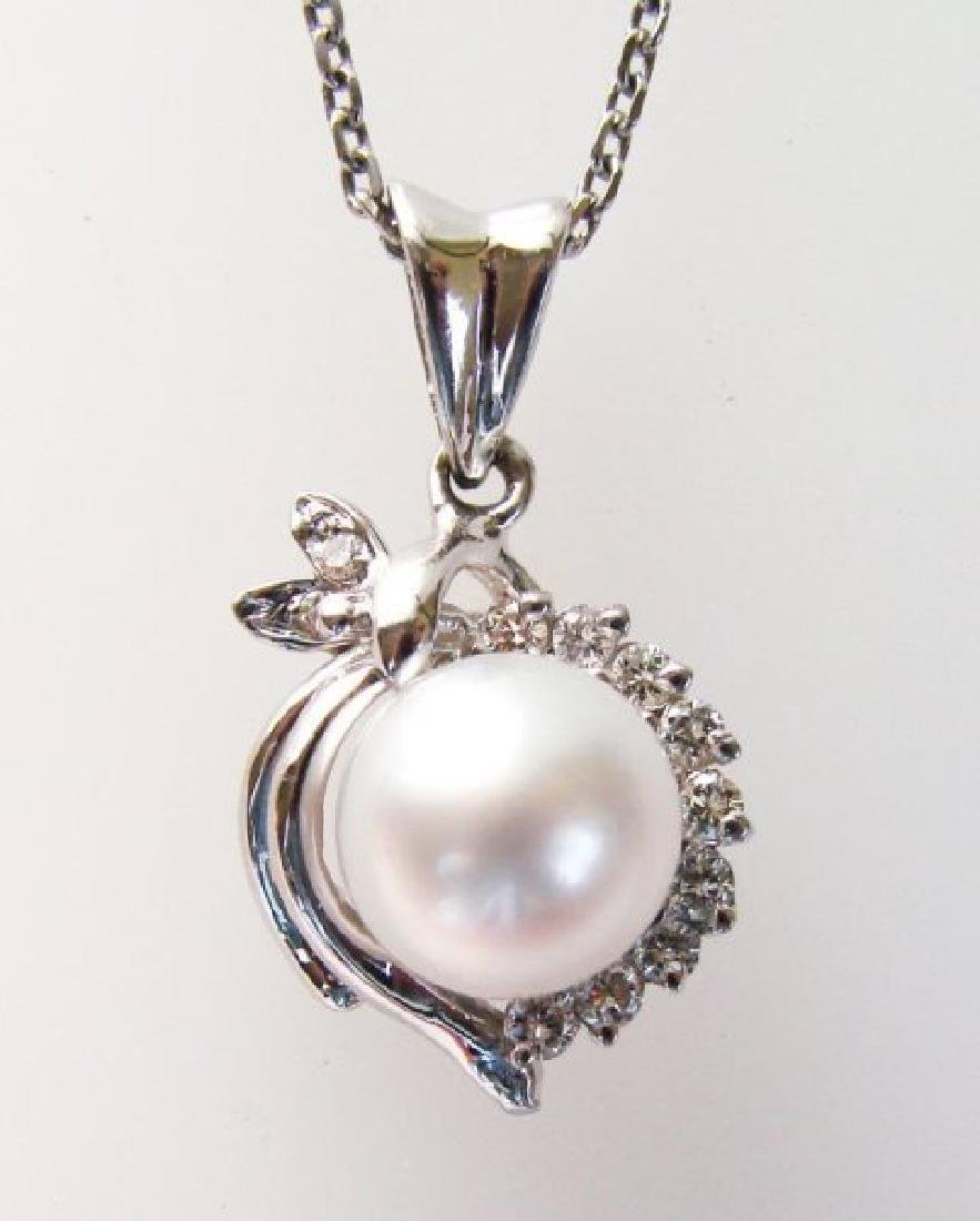 South Sea Pearl Pendant 9 mm Dia: .33Ct 14K W/g