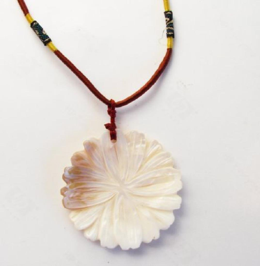 Necklace Mother Pearl Hand craving Flower 49x5mm