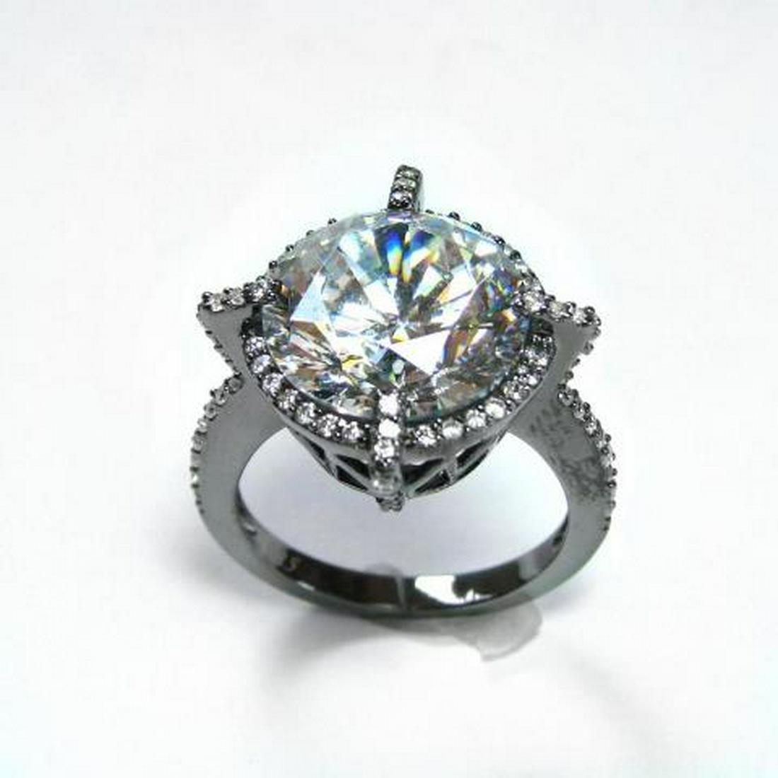 Creation Diamond/ 5.32 Carat 18k B/g Overlay