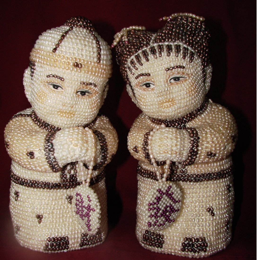 410: Antique a Couple Figures Handmade Freshwater Rice