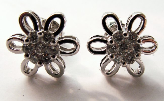 1087:Natural Diamond Flower Earring: .82 Carat 14k W/g