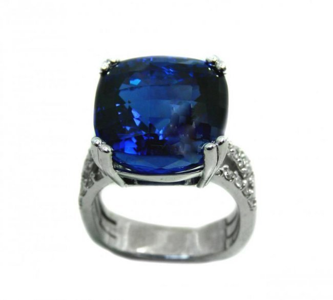 Tanzanite Ring: 24.37Ct GIA /Diamond: .90Ct 14k White