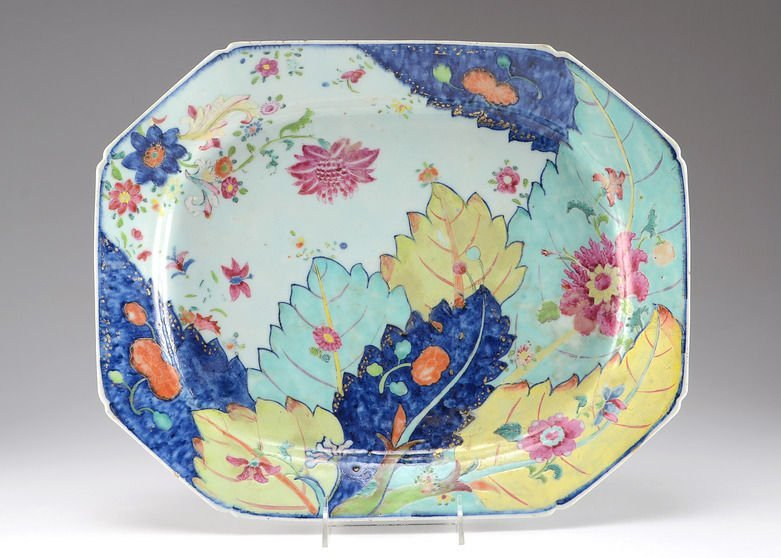 A Large Chinese Famille Verte Platter with Tobacco Leaf