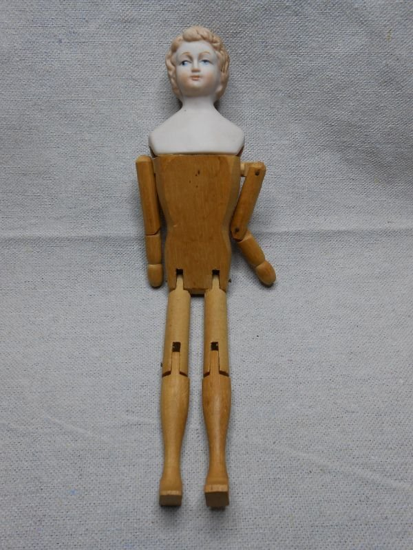 11: ANTIQUE ARTIST MANNEQUIN