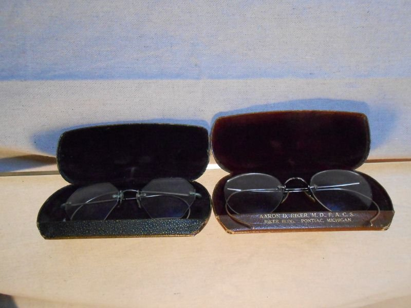 20: VINTAGE EYE GLASSES WITH CASES