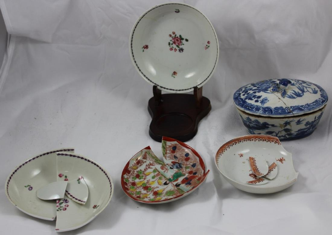 GROUP OF 5 CHINESE EXPORT TUREEN,SAUCERS ETC. (5X)