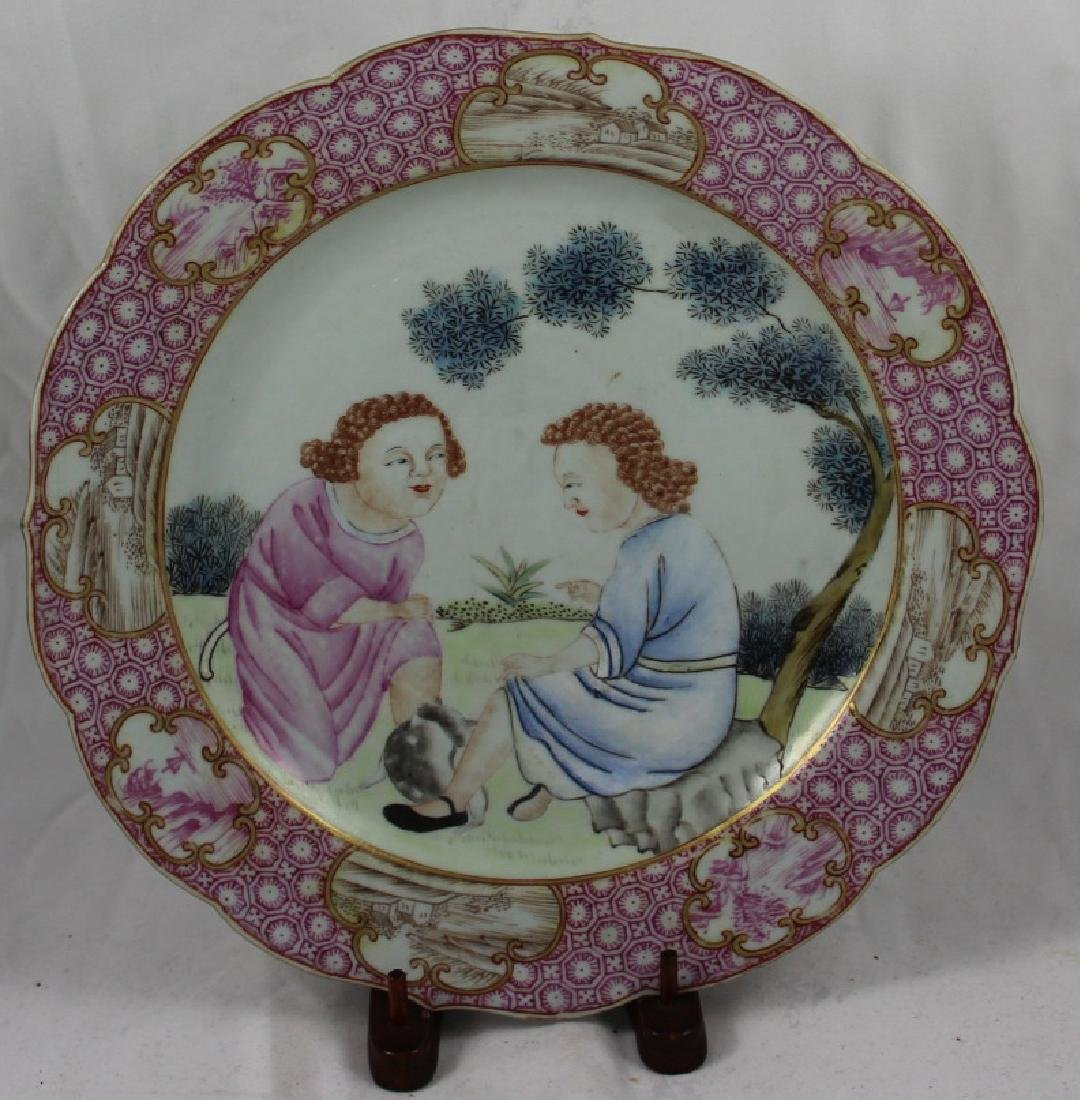 A CHINESE EXPORT FAMILLE ROSE PORCELAIN PLATE IN