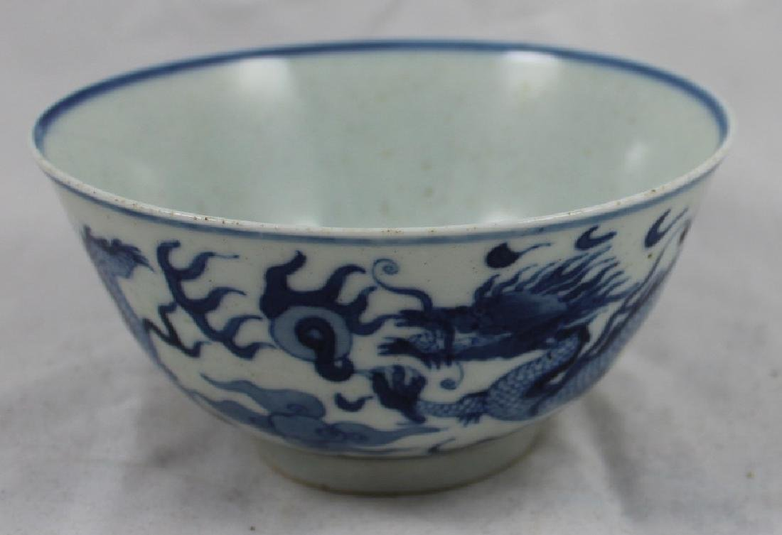 A CHINESE BLUE AND WHITE PORCELAIN DRAGON BOWL WITH RED