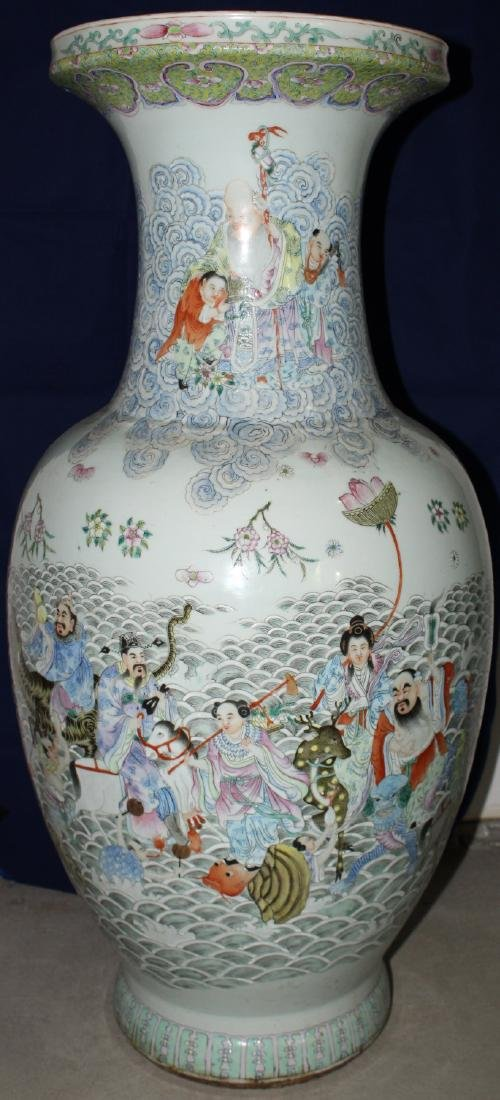 A MASSIVE CHINESE POLYCHROME DECORATED FLOOR VASE WITH