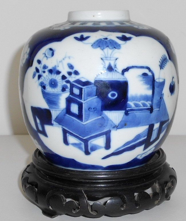 1006: Chinese blue and white porcelain ginger jar.