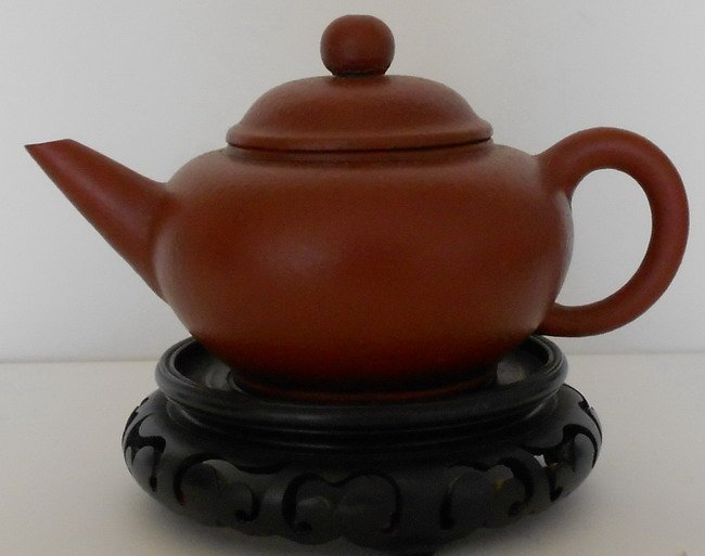 1011: Chinese  Yixing teapot .