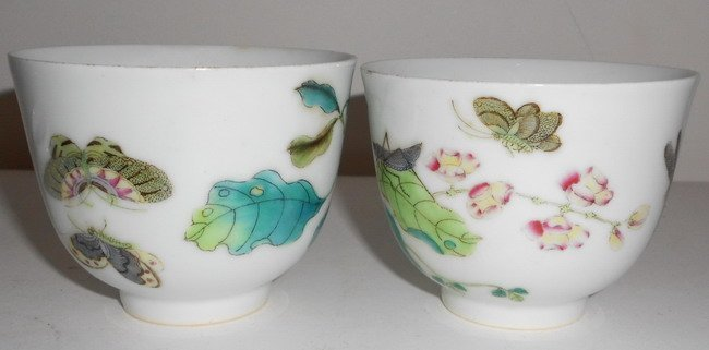 1012: A pair of famille rose bowls.