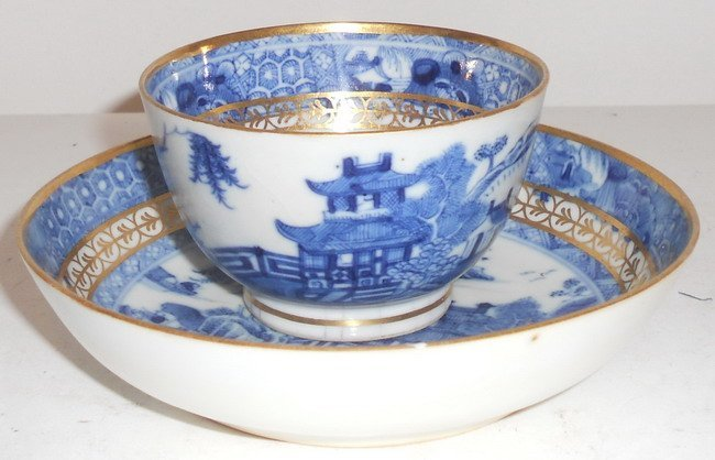 1018: A set of Chinese export Nankin tea cup and saucer