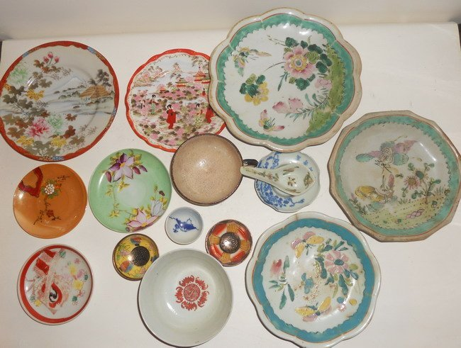 1007: A collection of 15 oriental and misc porcelains .