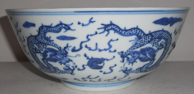 1020: A Chinese export blue and white bowl.