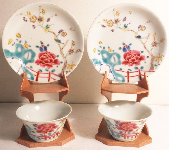 A pair of Chinese export cups and saucers.