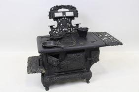 Cast Iron Royal Child's / Salesman Sample Cook Stove