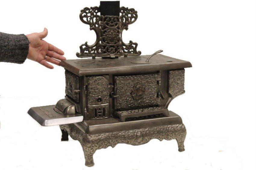 Lg Queen Salesman Sample Toy Cook Stove