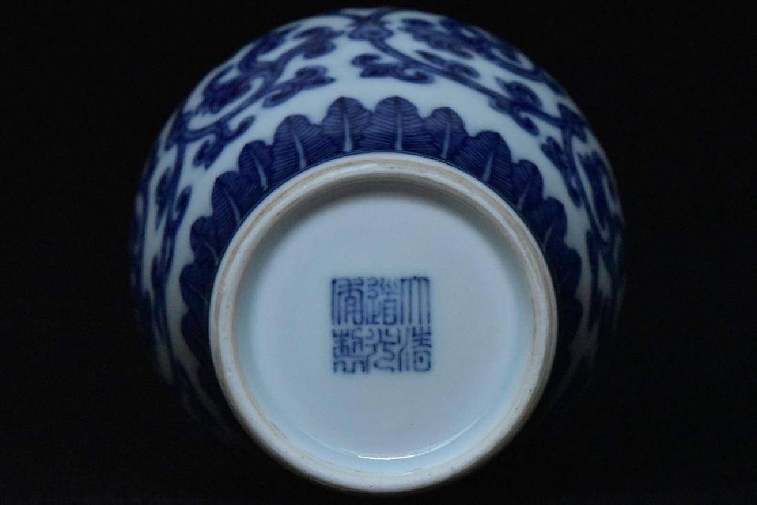 $1 Chinese Blue White Vase Daoguang Mark & Period - 9