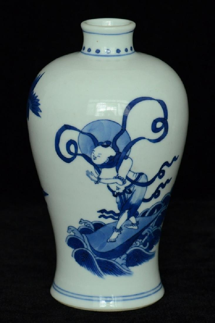 $1 Chinese Blue and White Vase Figure Kangxi - 3