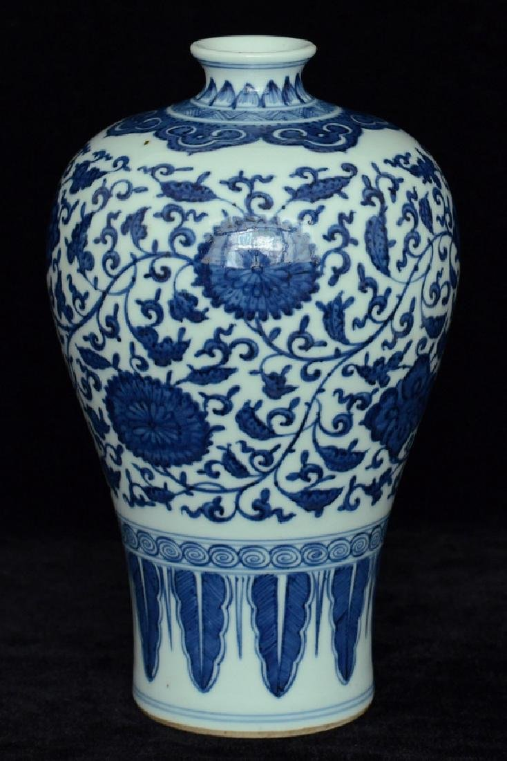 $1 Chinese Blue and White Porcelain Vase 18th C - 3
