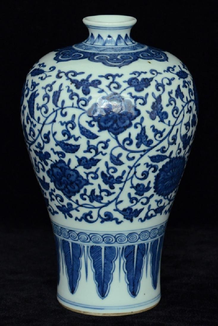 $1 Chinese Blue and White Porcelain Vase 18th C - 4