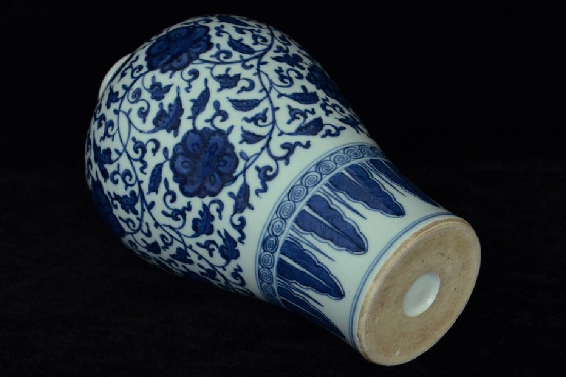 $1 Chinese Blue and White Porcelain Vase 18th C - 9