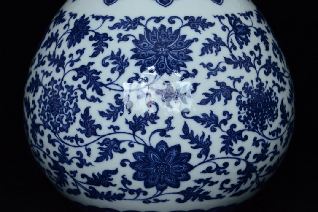 $1 Chinese Blue White Vase Qianlong Mark & Period - 6