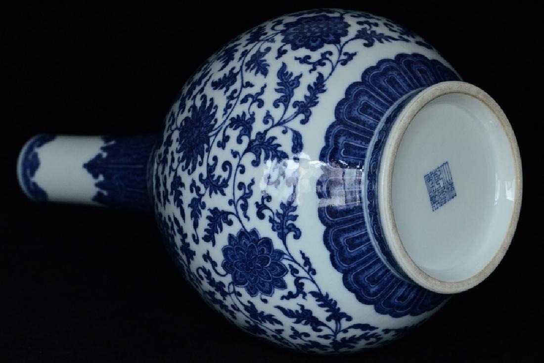 $1 Chinese Blue White Vase Qianlong Mark & Period - 8