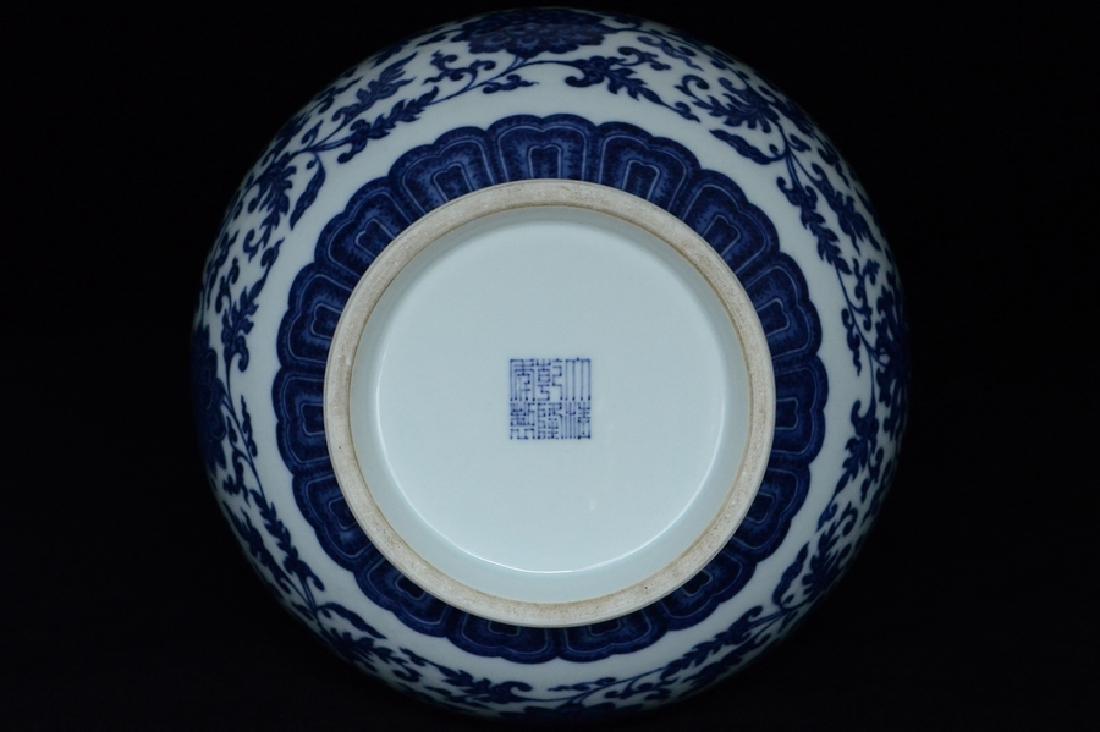 $1 Chinese Blue White Vase Qianlong Mark & Period - 9
