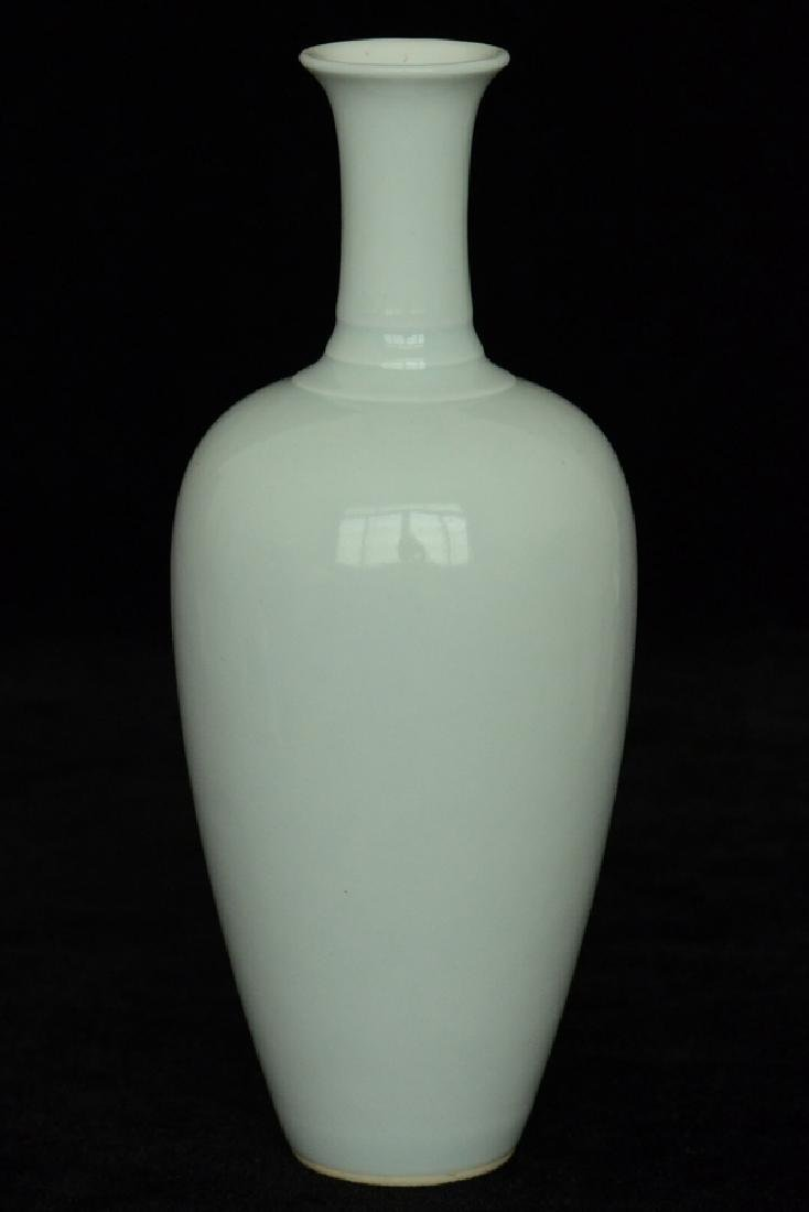 $1 Chinese Porcelain Vase Kangxi Mark
