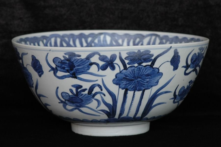 Large Chinese Ming Blue and White Bowl 16th C