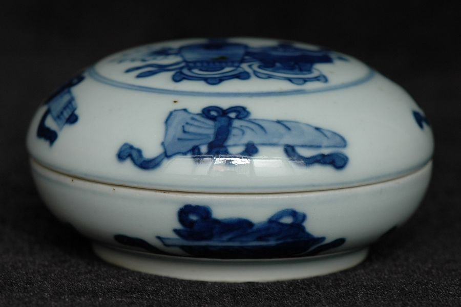 Chinese Blue and White Box and Cover Kangxi