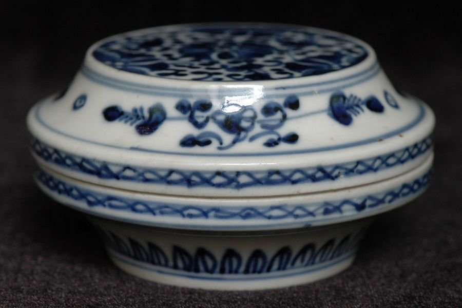 Chinese Blue and White Box and Cover Qianlong