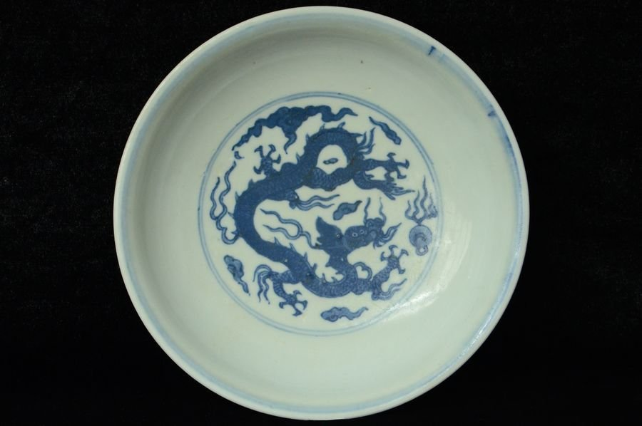 Chinese Blue and White Dragon Plate Wanli Mark
