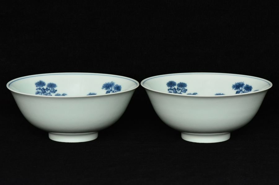 Pair of Chinese Blue and White Bowls Jiaqing Mark