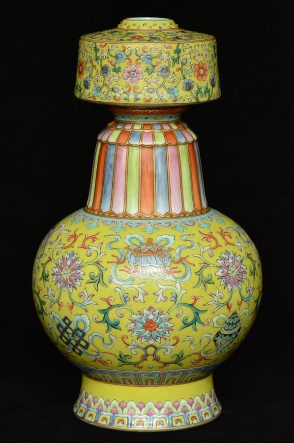 Chinese Porcelain Vase Qianlong Mark & Period Box