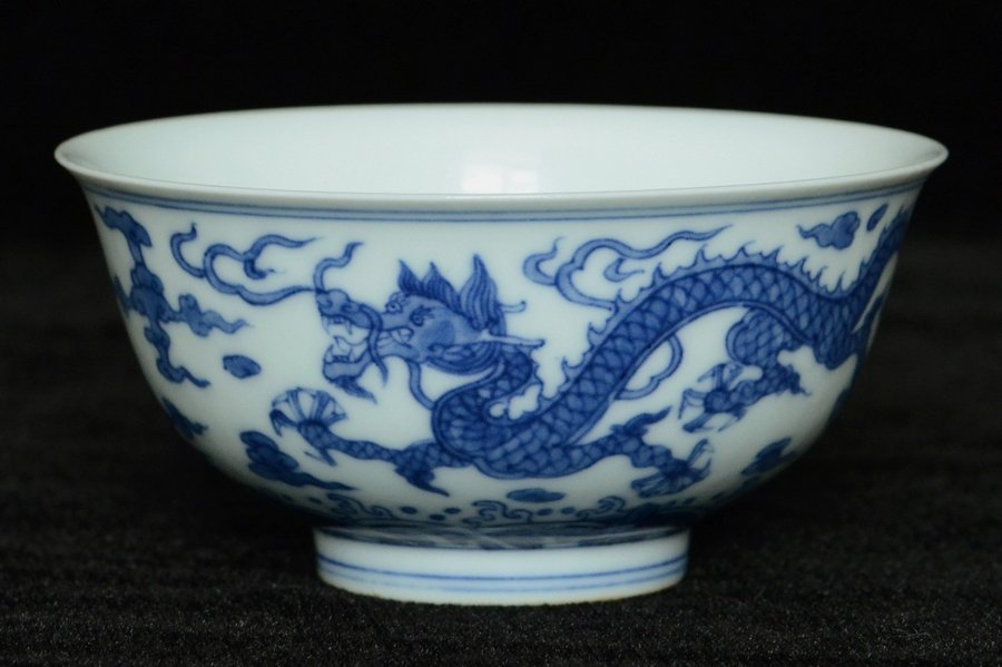 $1 Chinese Blue and White Bowl Hall Mark Qianlong